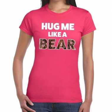 Hug me like a bear tekst t shirt roze dames