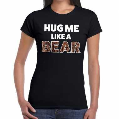 Hug me like a bear tekst t shirt zwart dames