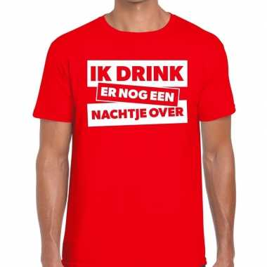 Ik drink er nog een nachtje over tekst t shirt rood heren
