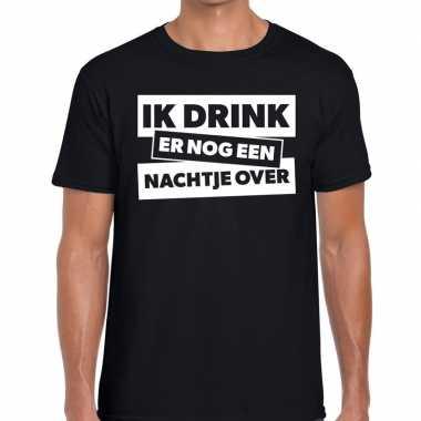 Ik drink er nog een nachtje over tekst t shirt zwart heren