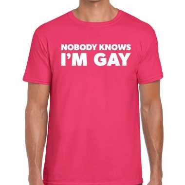 Nobody knows i am gay gaypride t shirt roze heren