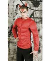 Rood duivel shirt spieren
