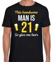 Verjaardag cadeau t-shirt jaar this handsome man is give beer zwart heren 10275244