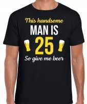 Verjaardag cadeau t-shirt jaar this handsome man is give beer zwart heren 10275247
